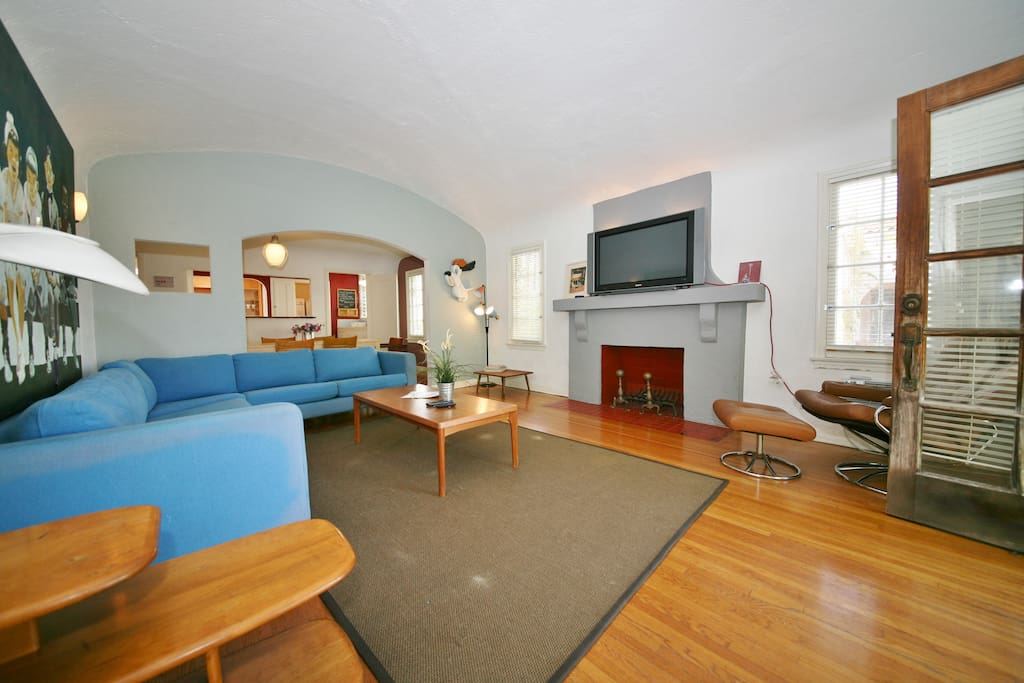 Fab 2bd House off of Melrose!  A3