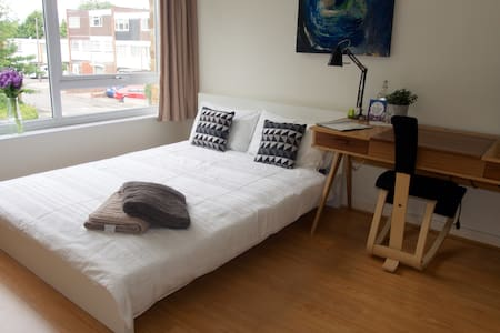 Double Bed in clean, modern flat - London - Lägenhet