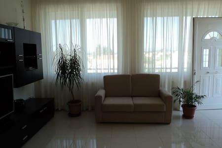 Комфортабельная квартира недалеко от моря - Nea Makri
