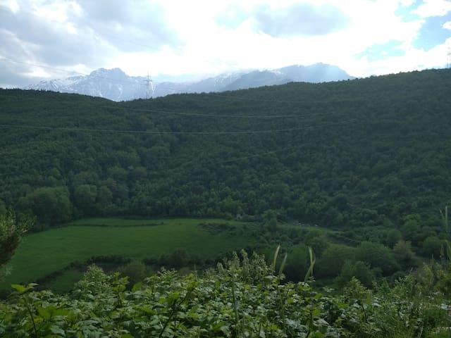 Комнаты с видом на гору Хуступ