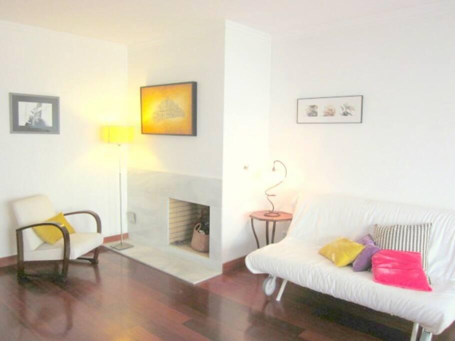 Livingroom with sleeping sofa