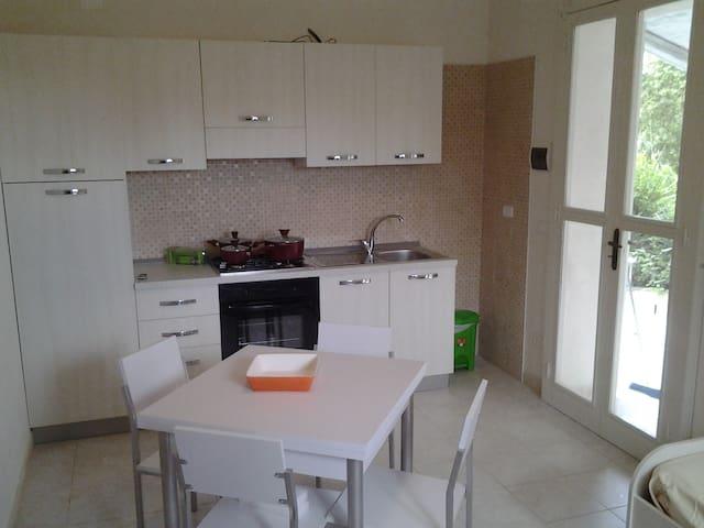Casa Vacanze in un Bilocale - Vieste - Apartamento