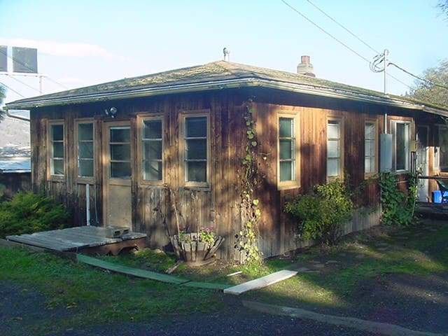 2BR ranch house sleeps 5. ONLY 1 HOUR FROM ECLIPSE - Mosier - House
