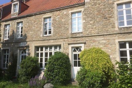 Très belle propriété vieille ville - House