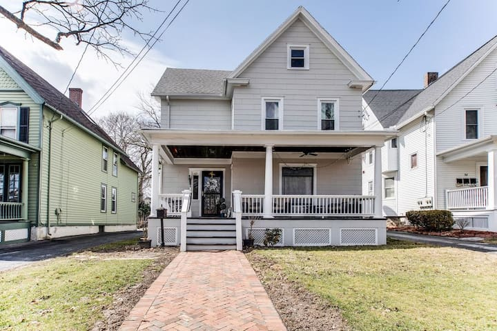 CHARMING Main Street Home: Located in Finger Lakes