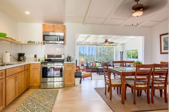 Cozy Kaaawa Home with Mountain View - 30 Day Min