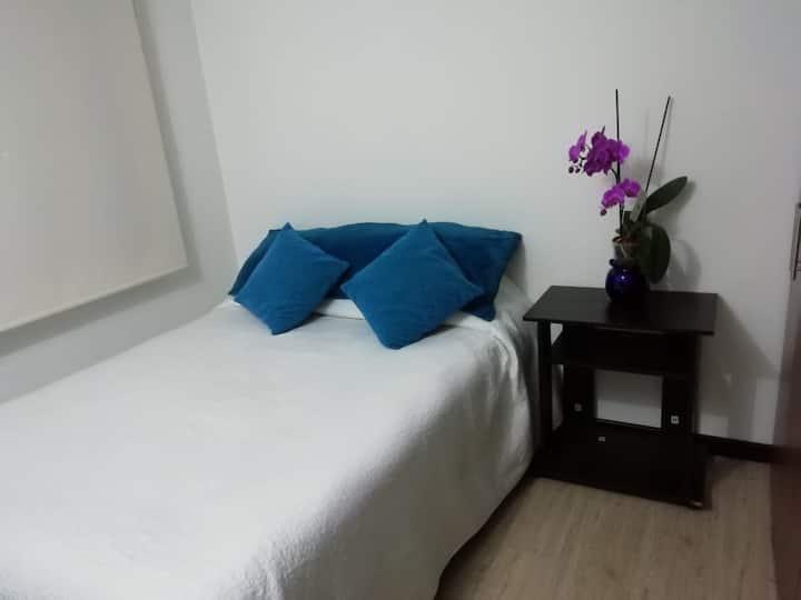 Hermosa habitación, en apartamento central