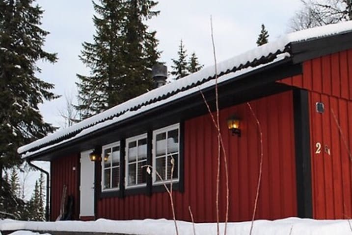 Cosy cottage close to ski resort - Lindvallen - Cabana