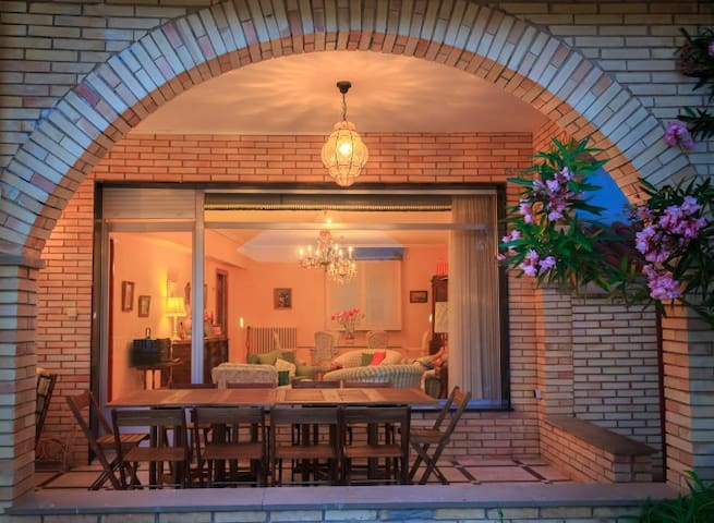 1-8 pers,8 km LOGROÑO,WIFI,GARDEN,BARBECUE,PARKING - Moreda Álava