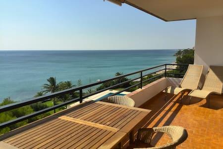 Primera linea de playa con piscina - Miami Platja - Apartment