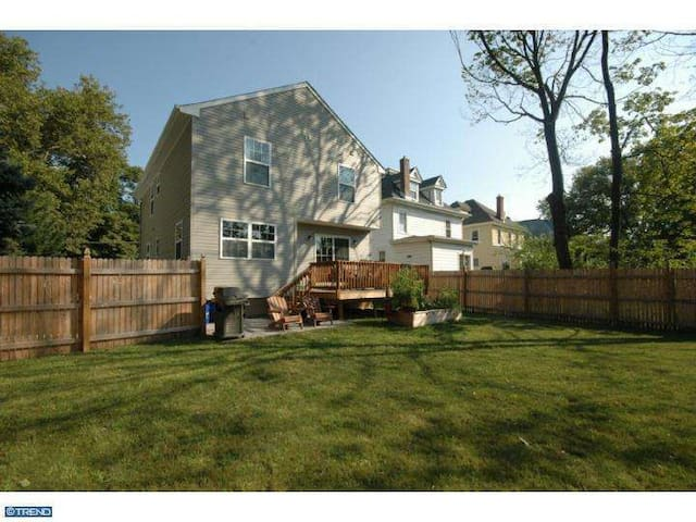 Charming Home for Pope's visit! - Collingswood - House
