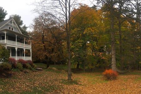 Cozy, newly renovated home on Catskill Creek