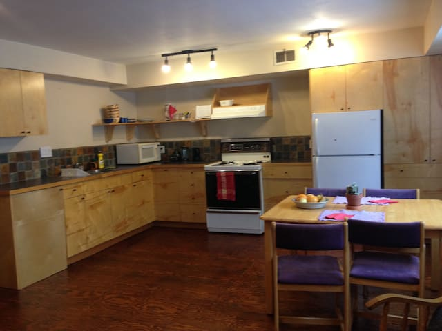 Sweet Suite near Red Mountain - Rossland - Rumah