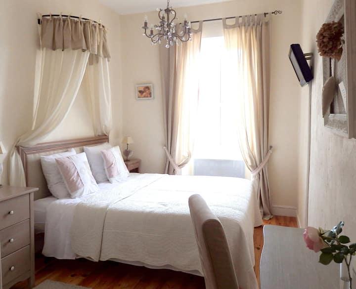 Room close to St Emilion and Bordeaux