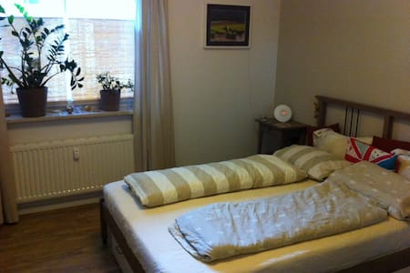 Smart and secluded bedroom - Elmshorn - Apartemen
