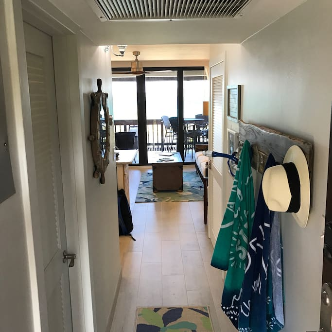 Entryway in to the villa with a direct view of the beach