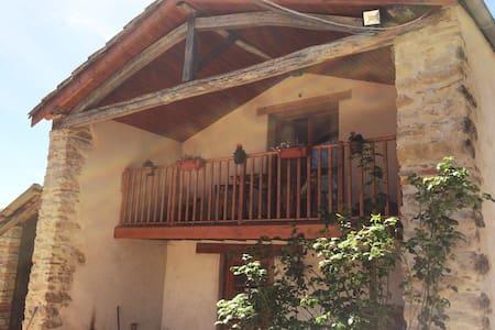 Pretty Apartment in Stone Barn: Views Pool Jacuzzi