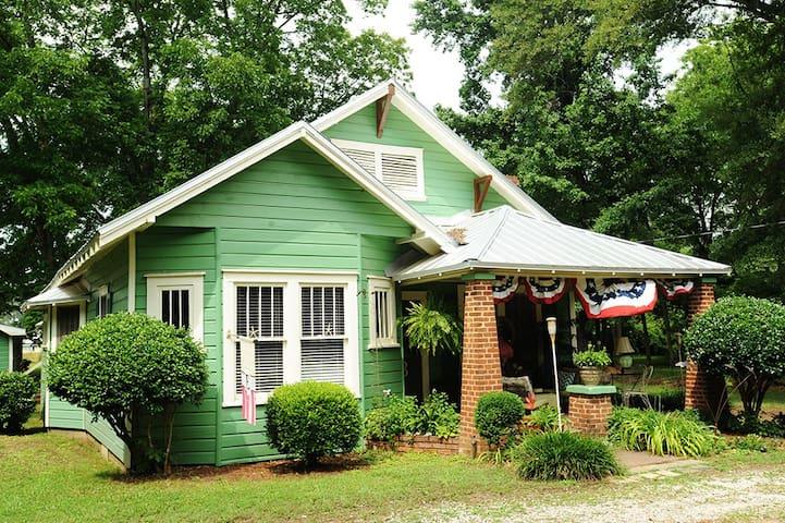 Key West Cottage in Winterville GA! - Winterville - Бунгало