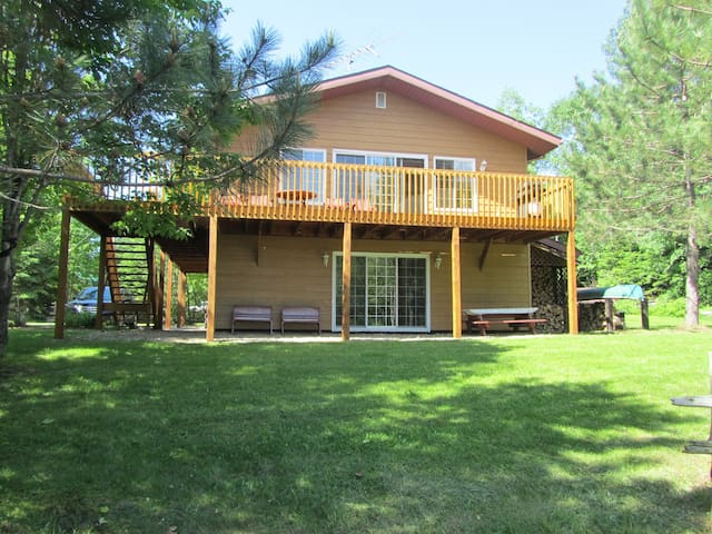 Lake front country cottage for rent!! - Saint-Zénon - Chalé
