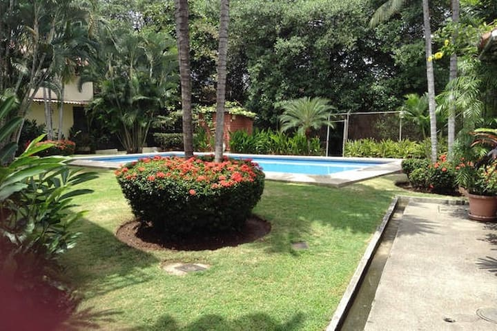 Student residence with pool - Guayaquil - Bed & Breakfast