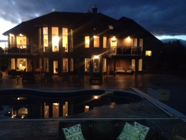 luxurious Estate Salt Water Pool - Spruce Grove - Hus