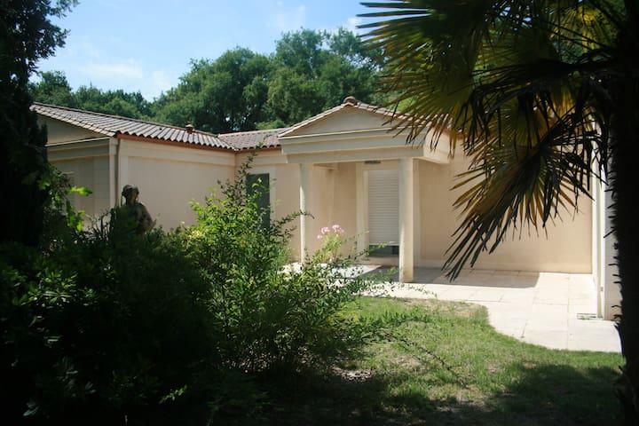 villa plain-pied piscine jardin - Saint-Aubin-de-Médoc - Villa