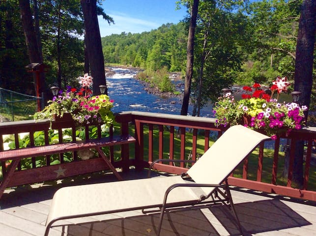 Beautiful waterfront home - Petawawa