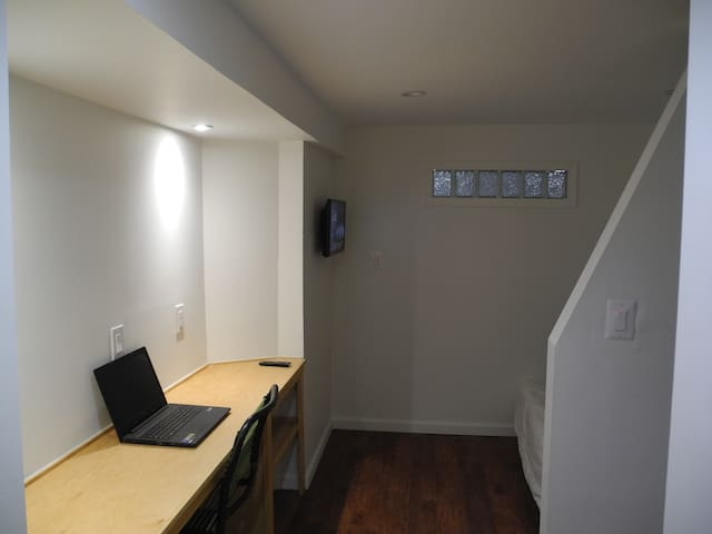 Cozy brand new studio with private entrance