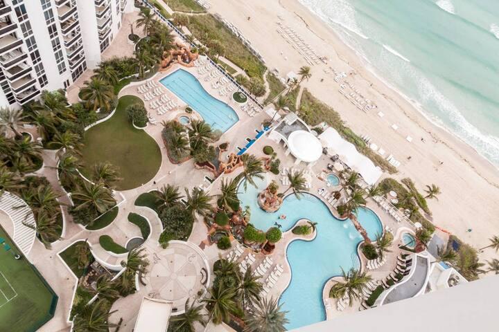 #217 Luxury Bay View Junior Suite @Trump