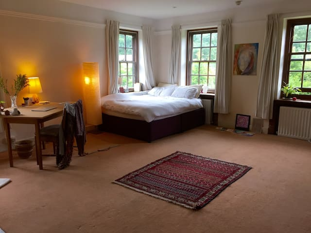 Huge room in beautiful Sussex - East Grinstead - Wohnung