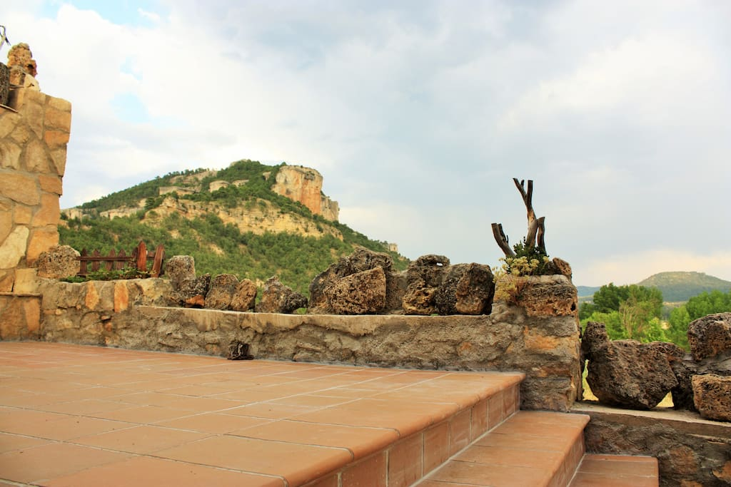 Patio con vistas a la Serranía y barbacoa equipada