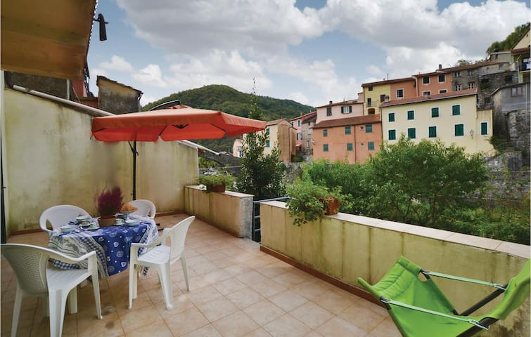 Holiday apartment with 2 bedrooms on 90 m² in Varese Ligure