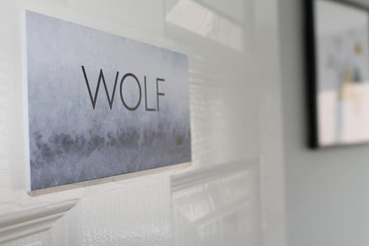 Wolf twin room with en-suite & sea view