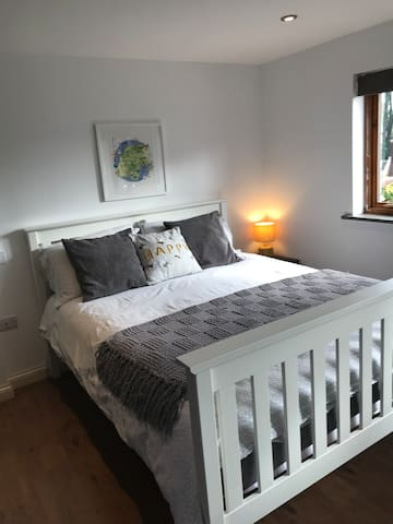 Brand new 5ft bed with quality Axminster mattress.