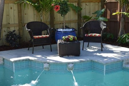 Amazing One-Bedroom w/Heated Pool, Walking distance from Las Olas Blvd, Near Ft. Lauderdale Beach - フォートローダーデール