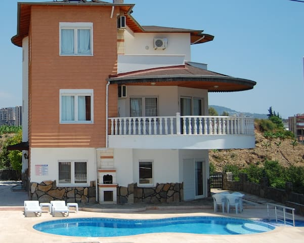 Beside Beach Mountainview villa - Alanya - Haus