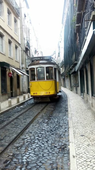 The electric passes to the street side of the apartment towards the castle of sao jorge