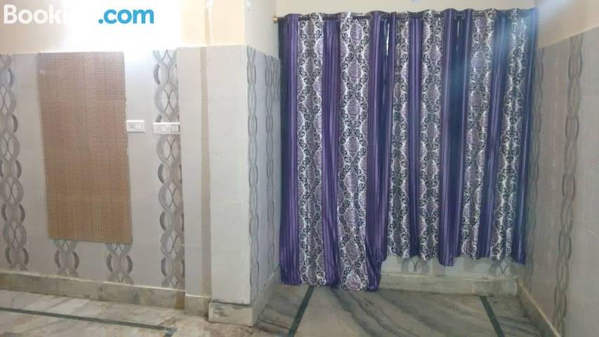 Maatu Shri guest house, Mathura