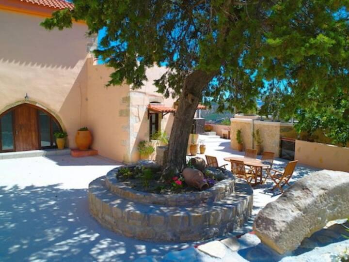 Villa Kastellion - Mouri, Chania, Crete