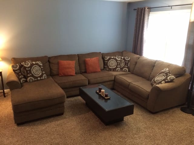 Comfortable & Clean Private Room in the Bluegrass - Louisville - Casa