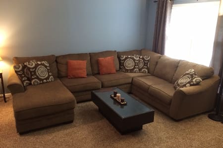 Comfortable & Clean Private Room in the Bluegrass - Louisville - House