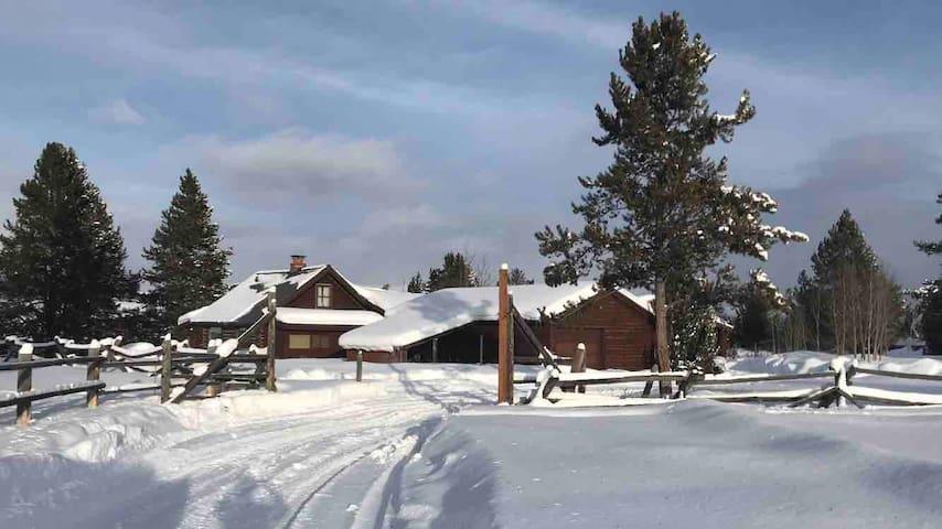 Yellowstone Lake House Retreat