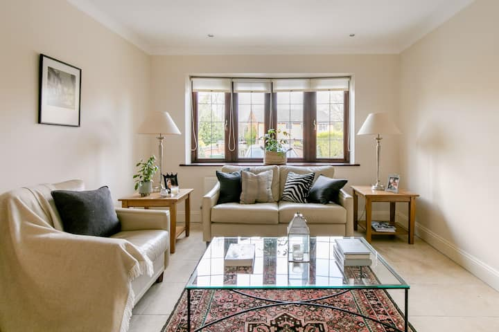 Elegant & contemporary self-contained flat