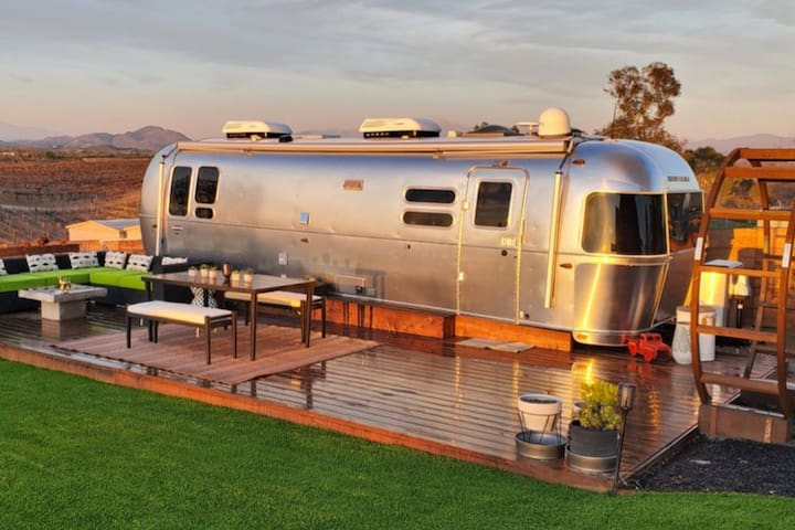 Deluxe Airstream - Farm, Mini Goats, Wine Country