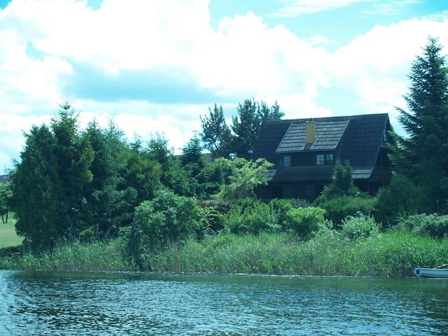 MAZURY. Urokliwy domek nad cichą zatoczką