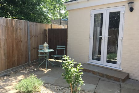 Private Entrance Self Contained - Town 15mins Walk