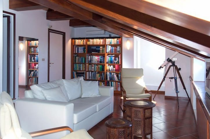 ATTIC CLOSE TO THE STARS, ABOVE TURIN. - Pino Torinese - Appartement
