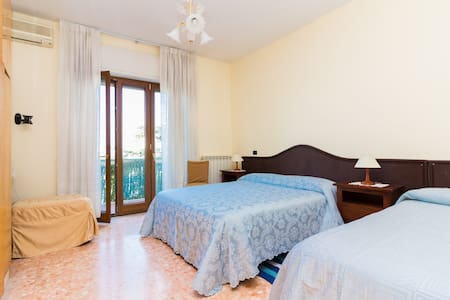 Parsano 1 - Room with balcony and kitchenette - Sorrent - Wohnung