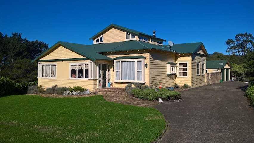 Country Living- city comforts in Farm Villa!
