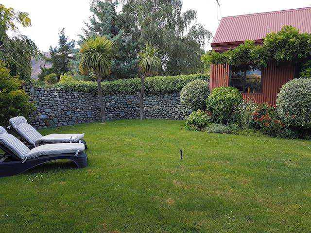 River Rock Estate Honeymoon Cottage